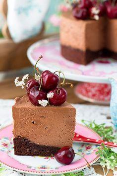 La más extraordinaria Tarta de Queso de Chocolate, con espectacular base de galleta cookie, la receta: http://blogmegasilvita.com/2016/07/tarta-de-queso-de-chocolate-de-linda-lomelino.html