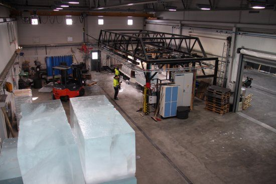 The ice making and cutting factory.