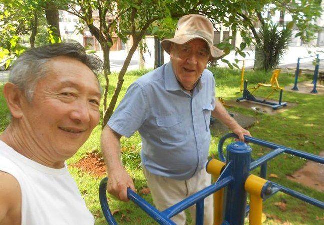 Quando o aposentado Nelson Sumihara, de 63 anos, começou a usar os equipamentos de ginástica públicos, localizados em praças e parques de São Paulo (SP), para fazer exercícios físicos e vencer a depressão, percebeu que muitos dos aparelhos estavam avariados. Ele tentou conversar com a subprefeitura e solicitou o conserto, mas nada foi feito. A reação de muita gente seria reclamar no Facebook e ir para uma academia privada, mas Sumihara decidiu que ele mesmo iria consertar os aparelhos. Há…