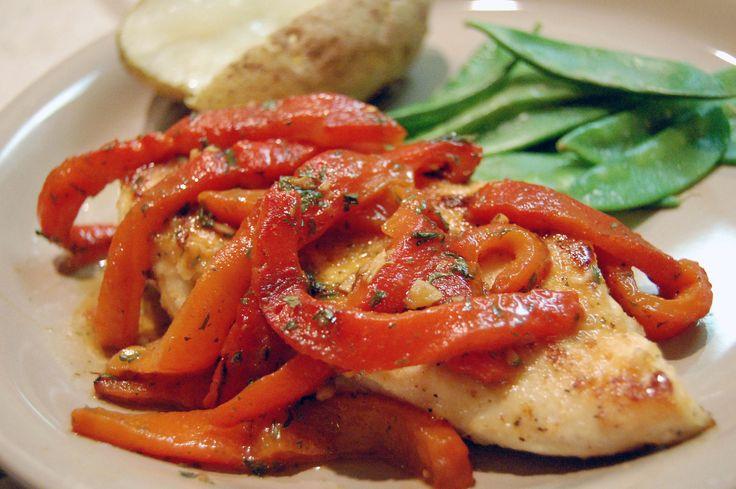 Esta receta de Pollo a la Sartén es muy sencillo de preparar; lleva un aderezo y verduras que le da un sabor exquisito al platillo. El aderezo lo puedes cambiar por algún otro que te guste.