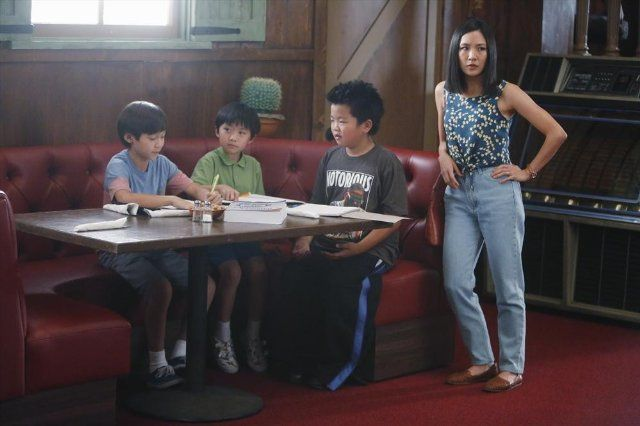 Still of Constance Wu, Forrest Wheeler, Ian Chen and Hudson Yang in Fresh Off the Boat (2015)
