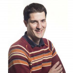 """El Dr. Roger Gomis, lidera el grup """"Growth control and cancer metastasis"""" de l'Institut de Recerca Biomèdica (IRB) de Barcelona. Doctorat en bioquímica per la Universitat de Barcelona a l'any 2002, va fer el postdoctorat al Memorial Sloan Kettering (Estats Units) amb en Joan Massagué. Cinc anys després va tornar a Barcelona amb una de les beques d'investigació ICREA, per assumir la seva posició actual al IRB. A l'any 2010 va fundar Inbiomotion, una spin-off de l'IRB i l'ICREA que es centra…"""