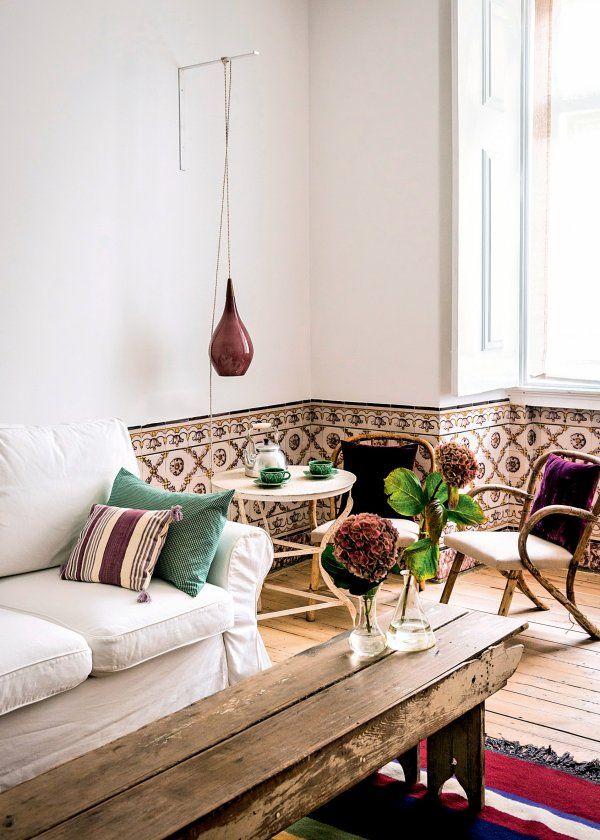 <p>Paysagiste et photographe, Jesus Moraime a choisi des tirages photos de jardins lisboètes dont chaque appartement porte le nom. Au 2e étage, Jeronimos avec ses meubles de rotin...