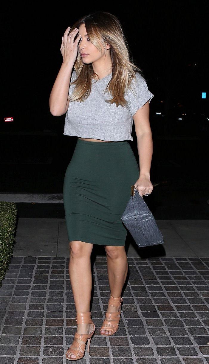 November 13, 2013 -Kim shopping in Calabasas.