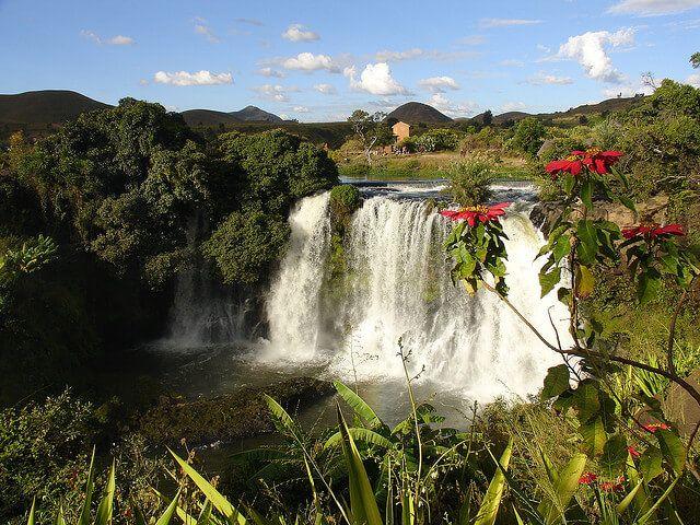 Chute de la Lili, Madagascar Venez profitez de la Réunion !! www.airbnb.fr/c/jeremyj1489