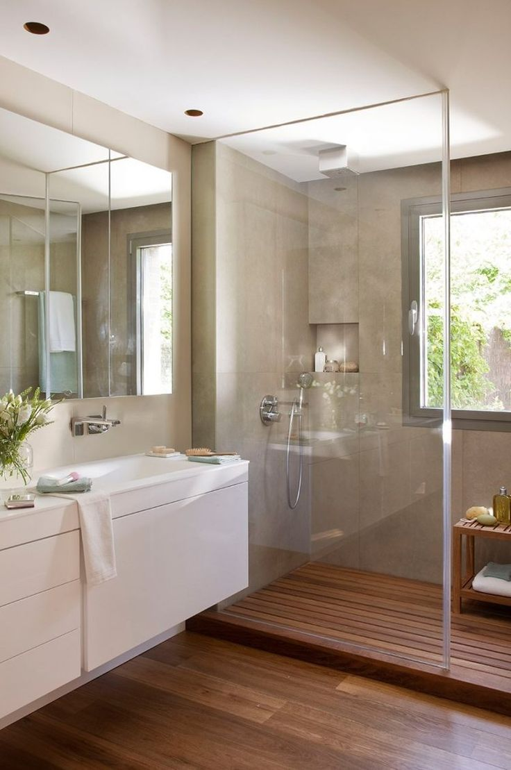 salle de bains moderne avec parois de douche en verre et carrelage beige