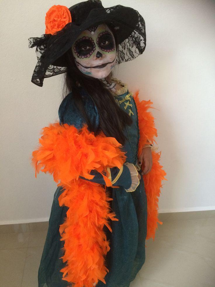 Niña disfrazada de catrína para ir al Festival de Vida y Muerte en Xcaret.