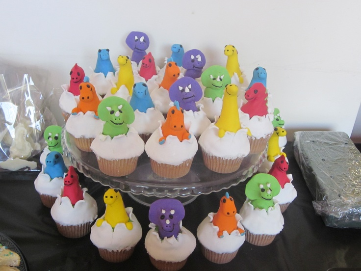 baby dinos breaking out of eggs cupcakes