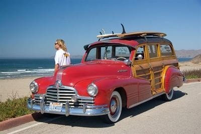 Classic late-forties Pontiac surf woody makes the beach scene.: Pontiac Surfing, Surfing Woody, Surfing Up, Beaches Scenes, Dream Cars, Classic Woody, Classic Lateforti, Old Cars, Lateforti Pontiac
