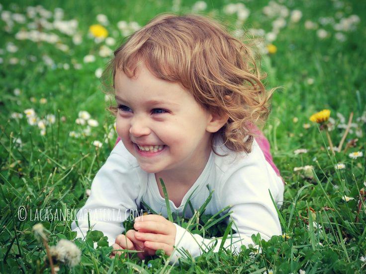 Le attività di grazia e cortesia consistono nell'insegnare al bambino i gesti e le parole giuste per vivere in società. Quante volte sentiamo i genitori ripetere«come si dice?» perché il bambino ringrazi o suggerirgli la «parola magica» perché chieda«per favore». La Montessori aveva trovato un modo molto semplice, divertente e soprattutto efficace per insegnare queste …
