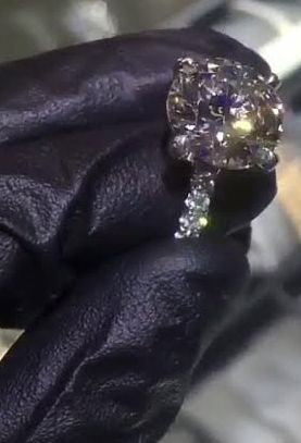 @BLACCHYNA 's ring cost $325k. Rob K's Jeweler who designed the ring shares photos