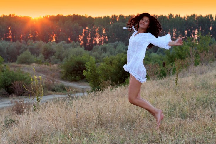 #beauty #bounce #girl #happiness #landscape #sunset