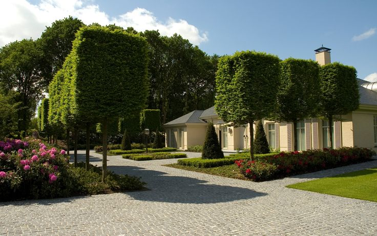 A Perfect Paradise: Classic Villa Garden by Jacques van Leuken
