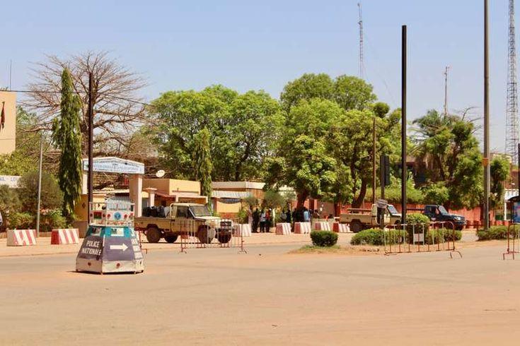 """Attaques au Burkina: le président du Niger réaffirme la solidité de lalliance avec la France - En visite à Ouagadougou avec son homologue togolais Mahamadou Issoufou a souligné sa volonté de  combattre sans relâche le terrorisme . - http://ift.tt/2FcCRbg - \""""lemonde a la une\"""" ifttt le monde.fr - actualités  - March 05 2018 at 06:23AM"""