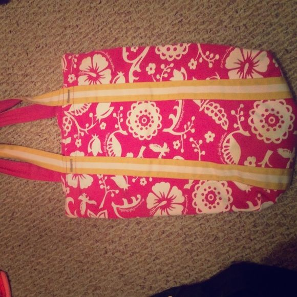 American eagle floral print beach bag Hot pink white and yellow floral print beach bag from American eagle! Has zipper inside to secure belongings like money! American Eagle Outfitters Bags Totes