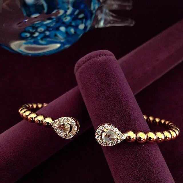 Tasarım - Pırlanta - Şık Cemil Gezer - Mireille Collection #mireillecollection #pırlanta #altın #pembealtın #elmas #bileklik #koleksiyon #yeni #alışveriş #hediye #şık #damla #estetik #moda #trend #trendy #kuyumcu #mücevher #drop #diamonds #gold #rosegold #luxury #present #ring #jewelry #jewellery #bracelet #nişantaşı #istanbul