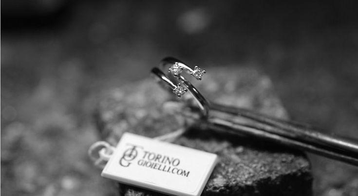 Concediti la qualità indicussa degli anelli Trilogy realizzati dai migliori orafi italiani. Acquista online il tuo anello trilogy su Torinogioielli.com
