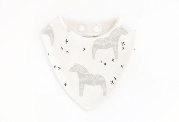 Bavoir bandana bébé 100% coton biologique modèle Dalécarlie
