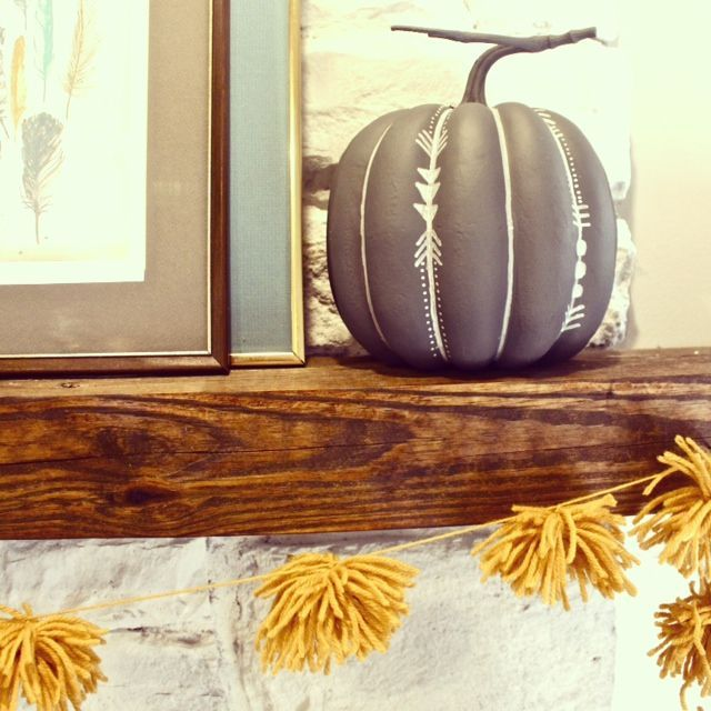 Love the painted pumpkin and LOVE this garland.... Even great for Christmas in different colors!