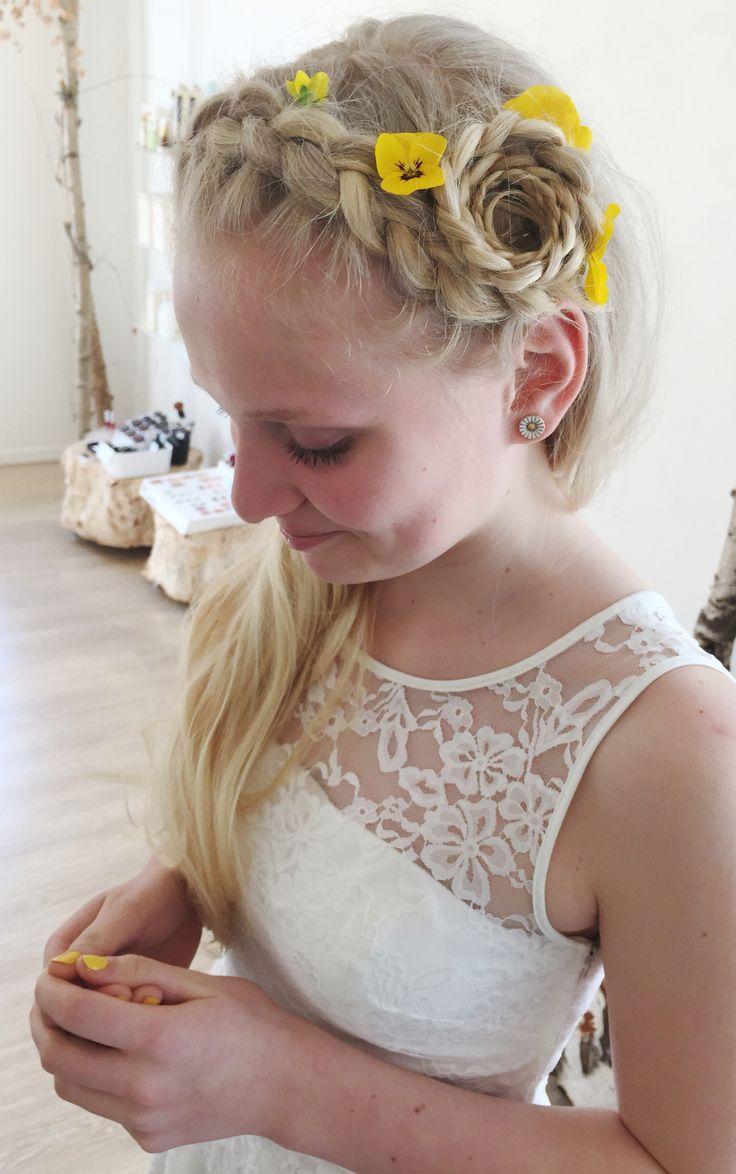 Girls braids Konfirmationshår med blomster