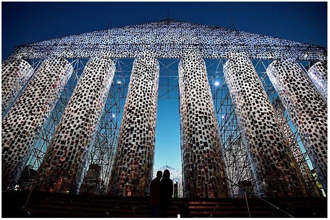 Partenone di libri, opera dell'artista Marta Minujín nella piazza in cui Hitler bruciò i testi proibiti  *Partenone di Libri Proibiti* #arte #installazione #Germania  #viaggi QUI>>http://tormenti.altervista.org/partenone-di-libri-proibiti/