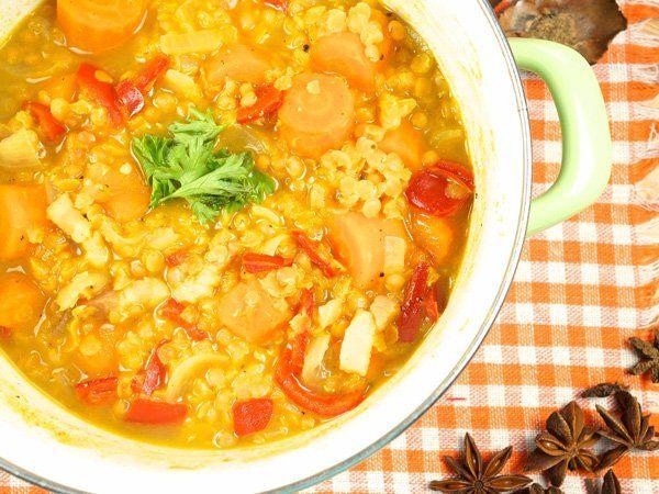 Dieses Rote Linsen Suppe Rezept könnt ihr sogar über dem offenen Lagerfeuer zubereiten!