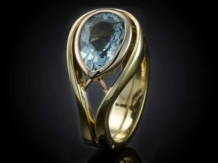 Reuma ring met scharnier en peer geslepen aquamarijn. #splint #reuma #ring #sieraad #handgemaakt #beauty #goud #sieraad