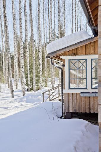Log house for sale in Kangasniemi, Finland / Verandah from outside