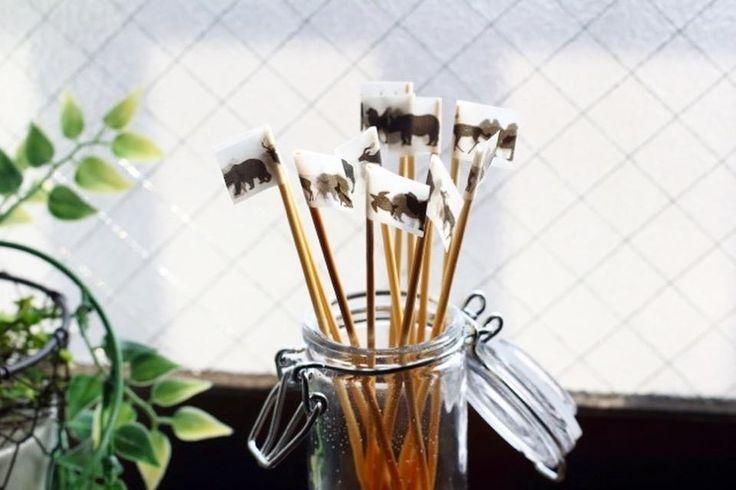 無水エタノールと余った香水で簡単!オリジナルのリードディフューザーを作ってみませんか?容器はいらない空き瓶をリサイクルしたり、ウッドステッキは竹串を使用すれば家にあるものだけでDIYが可能ですよ。材料4つで手軽に作る方法をご紹介します。