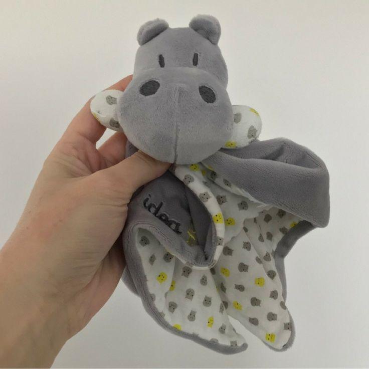 Un doudou Hippo Okaidi Official.