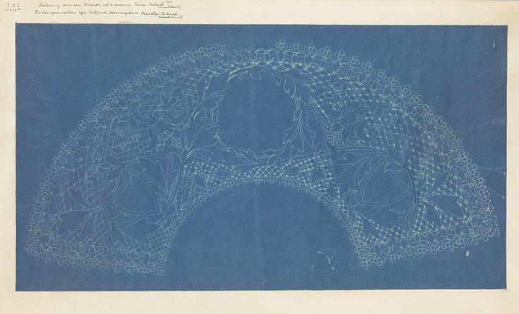 anoniem | Werktekening voor een kanten waaier. De tekening heeft drie open vakken, bestemd voor wapens. Bruxelles techniek (naaldkant)., 1900 - 1925 |