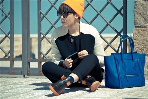 cappello fluo: American Apparel  occhiali : Linda Farrow  giacca: h  pull: Zara  pantaloni: Zara  calzini: Uniqlo  scarpe: Alexander Wang  borsa: Céline
