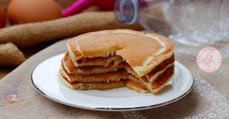 Pancake in bottiglia perfetti per la colazione o la merenda, non sporcherete nulla per prepararli, sono velocissimi e buonissimi.