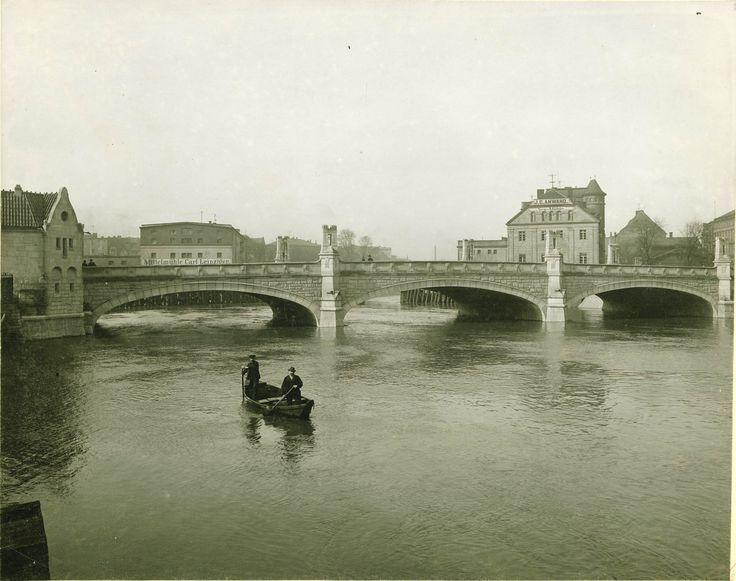 Most Pomorski oraz stare młyny na Odrze w miejscu których w latach 20 XX w wybudowano Elektrownię Południową. Piękneeee...1905 r.