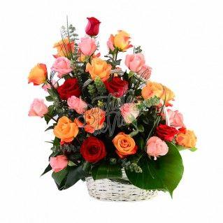 Parfumul trandafirilor si bogatia de culori din cosuletul Spledor ne coloreaza aceasta dimineata! Cromatica acestui buchet ne coloreaza ziua aceasta, voua cum v-ar placea sa arate buchetul flori de azi?
