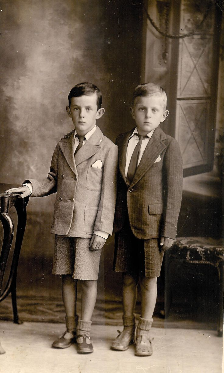In 1943 my Uncle Sean and his brother my Dad, Michael Hassett made their First Hold Communion on same day