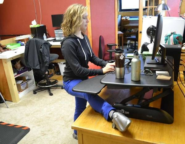 4 Things I Learned From Switching To A Standing Desk Sitting Dangers Pinterest Desks