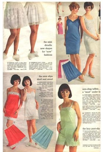 Of vintage style slepwear pictures
