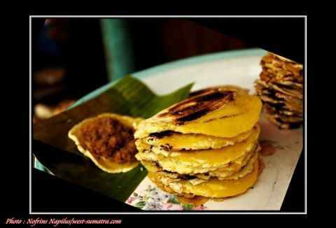 Pisang kapik.. one of the best snack ever for a rainy day. I used to find it at my hometown, bukittinggi.