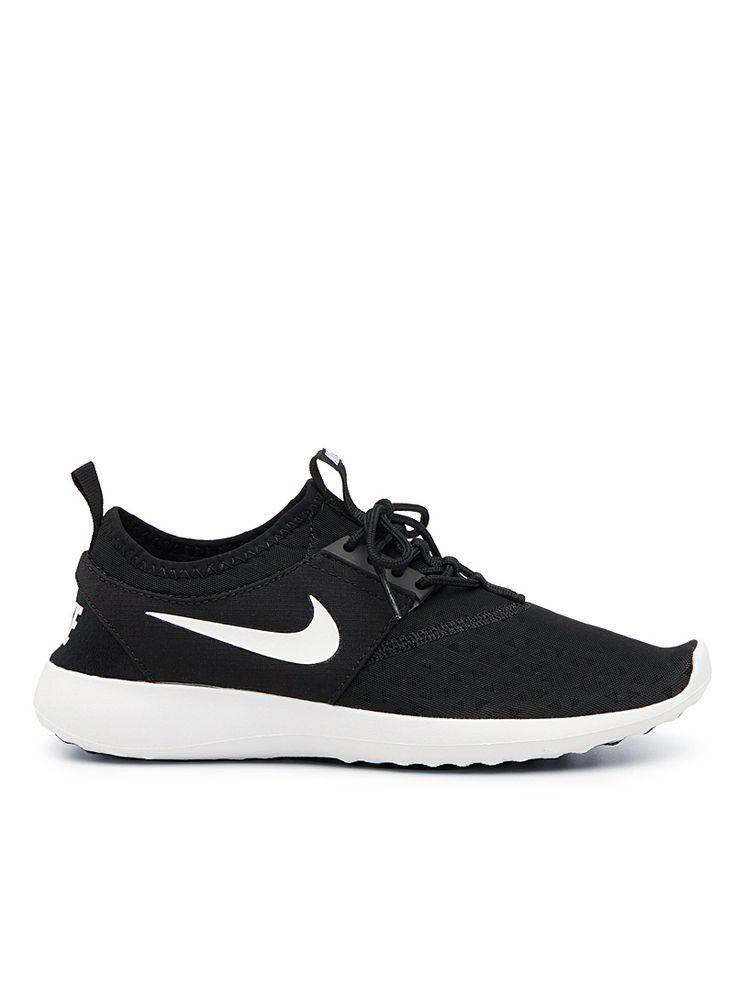– Nike chez Simons – La chaussure athlétique est encore et toujours au sommet du podium cette saison ! – Logo signature surdimensionné en accent et son empeigne mesh – Semelle intérieure Solarsoft pour un confort optimal – Semelle extérieure en caoutchouc à relief antidérapant – Numéro de modèle : 724979