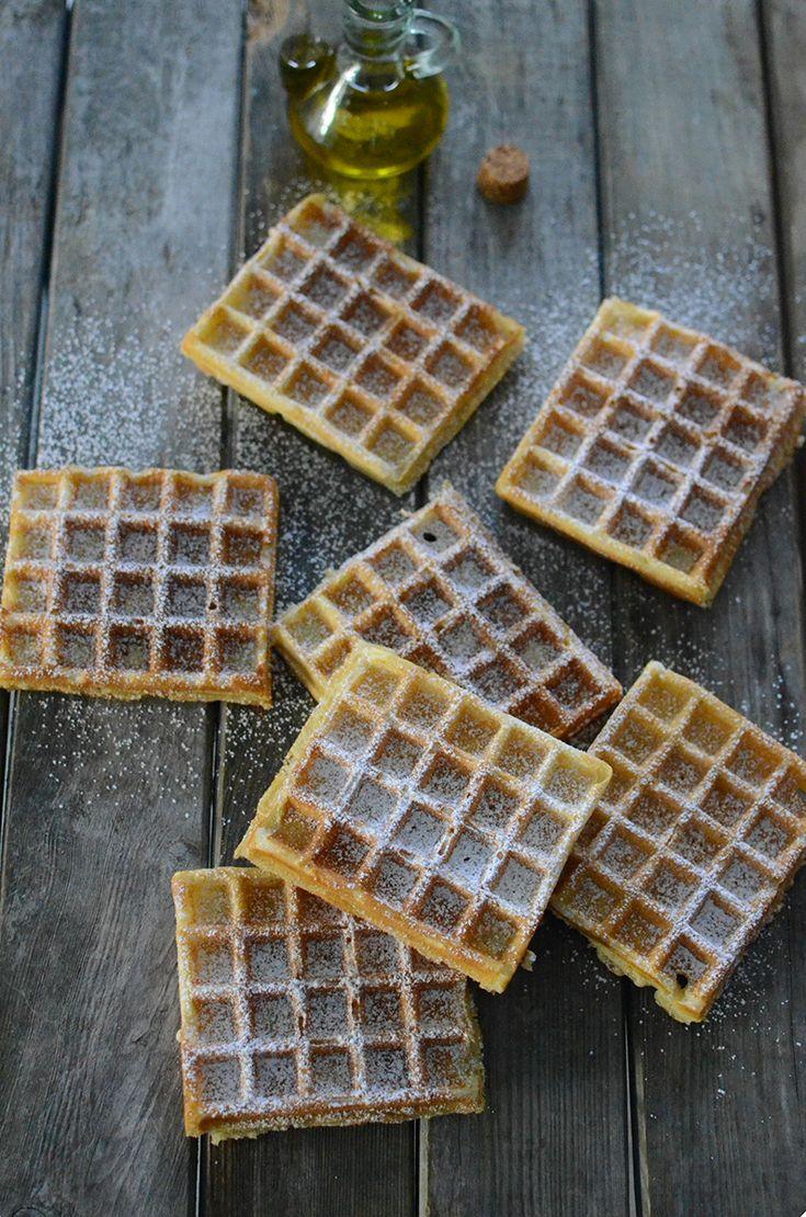 Comment rendre vos enfants heureux...   La gaufre fait partie des plus anciennes pâtisseries de France. D'ailleurs, elle tient son nom de l'ancien Franc «Wafel» qui signifie rayon de miel. La gaufre idéale est légère, craquante en surface et moelleuse à l'intérieur. Dans cette recette, l'huile
