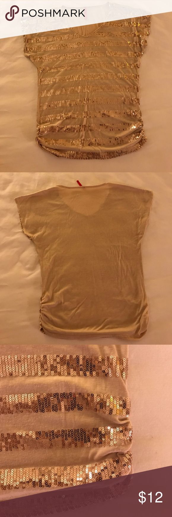 Gold sequin top Sequins, gold color and good condition. Tops Tees - Short Sleeve
