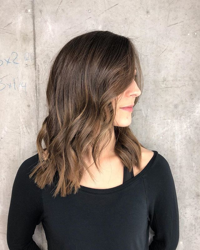 Its a time for change and what better way to Evolve than to change up your hair. Janet gave Holly this beautiful mid length layered haircut which helps keep her maintenance low and her versatility high  to book with her click the link in our bio   __________________________ #mediumhairstyles #hairtrends2018 #hairtrends #newtalent #torontohair #hairinpo #springhair #summerready #wavyhair #wavyhairstyle #torontohairstylist #torontosalon #torontolifestyle #citiesbesthairartists #bestofhair…