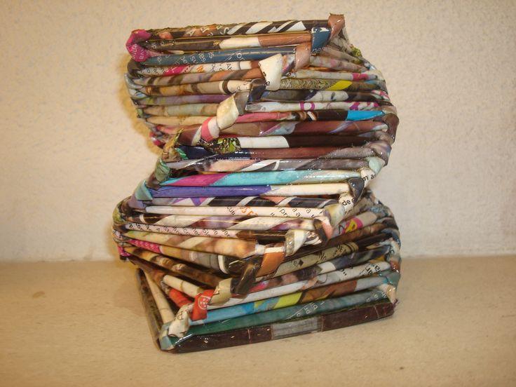 Artesanato Baiano ~ Cesta feita com folhas de revista Artesanato de papel de jornal revistas Pinterest Cestas