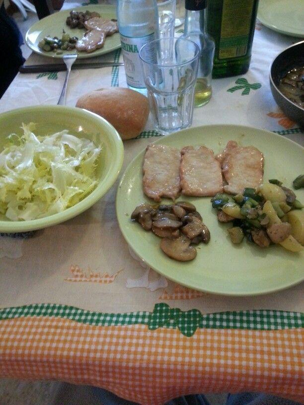 scaloppine al marsala con funghi champignon e contorno di 3 verdure (patate zucchine funghi)