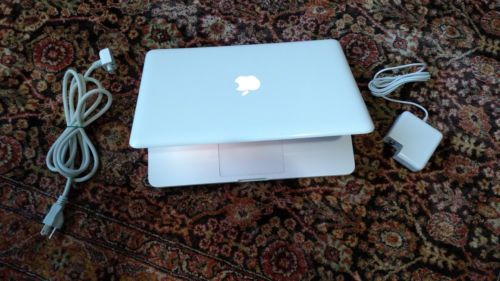 Apple-MacBook-White-13-a1342-250GB-HDD-2-26-GHz-2GB-Ram-WebCam-LATEST-MAC-OS