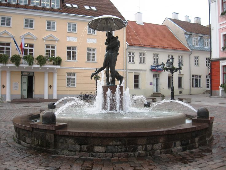 "The fountain ""Kissing Students"" (Estonian: Suudlevad Tudengid) reminds visitors that the University of Tartu and its students have a profound effect on life in Tartu."