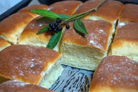 Tekakor i långpanna, otroligt gott och fluffigt bröd som blir magiskt! Passar perfekt till frukost, mellanmål, till buffén eller soppan.