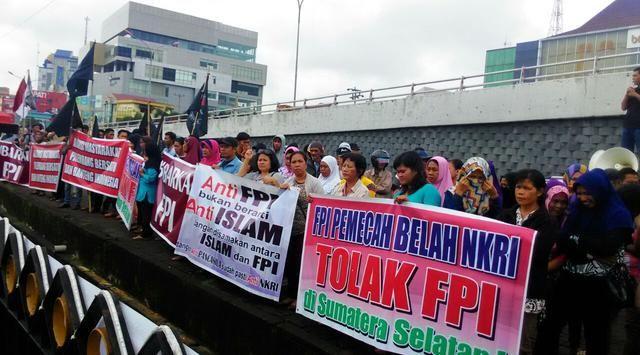 Ormas Palembang Tuntut Pembubaran FPI http://www.detik.pw/2017/02/ormas-palembang-tuntut-pembubaran-fpi.html