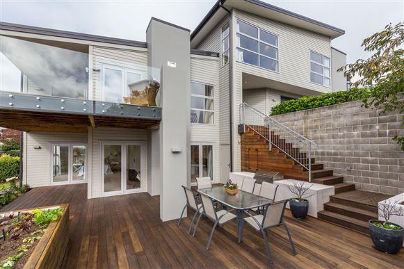 33D Hackthorne Road! | Harcourts Gold Real Estate
